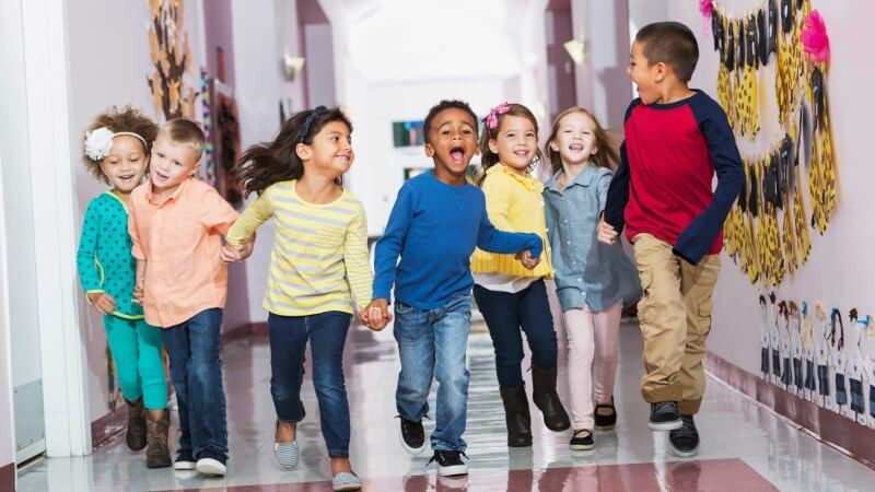 c512be459e147542df5cde1b5594738f_Multiracial-group-of-preschoolers-running-down-hallway-2650x1767-2650-1491-c-90-optimized