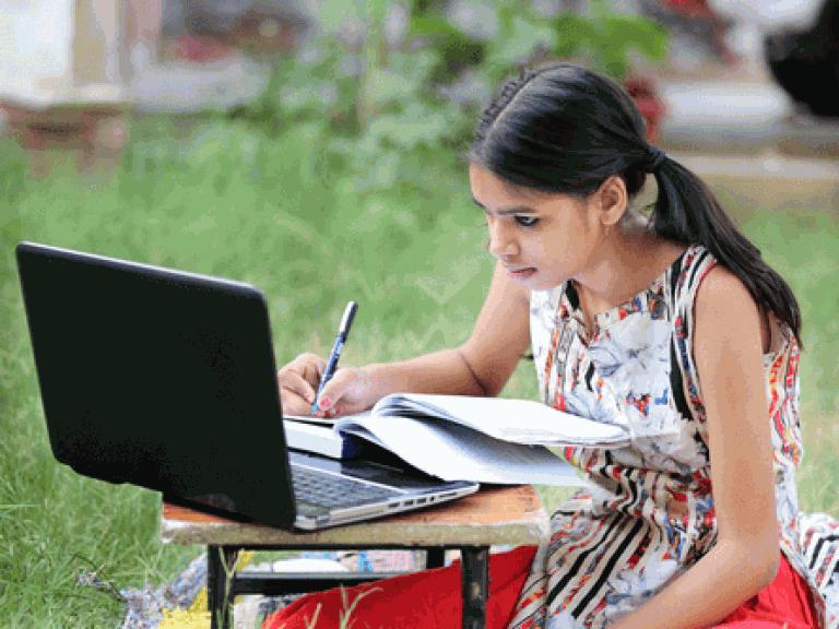 rural-indian-girl-NO-MASK-laptop